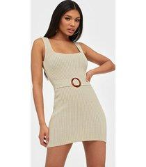 missguided belted square neck mini dress klänningar
