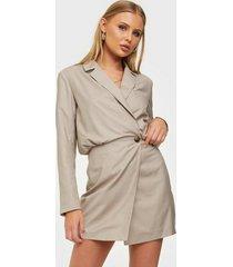 nly trend oversized blazer dress fodralklänningar