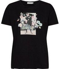 over t-shirt w. flower up print t-shirts & tops short-sleeved svart coster copenhagen