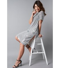 na-kd party quarter sleeve side slit sequins dress - silver