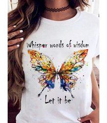 camiseta colorida de manga corta con cuello redondo y estampado de letras de mariposas