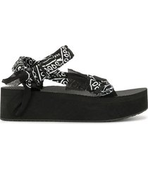 trekky platform bandana print sandals