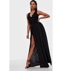 nly one lace luxe dress maxiklänningar