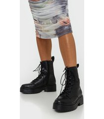 nly shoes perfect lace boot flat boots croc