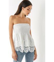 yoins blusa de tubo fruncida de encaje de crochet blanca