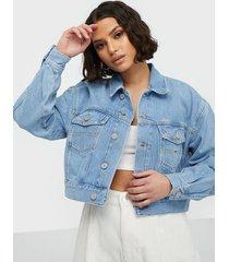 tommy jeans cropped trucker jacket tmyflg jeansjackor