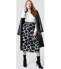 na-kd giraffe print midi skirt - black