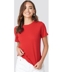 na-kd basic bas-t-shirt - red