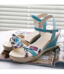 sandali con zeppa floreali aperti