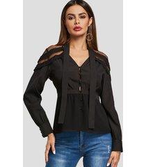 blusa de manga larga con cuello en v y diseño transparente en negro