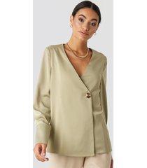na-kd classic satin blouse - green
