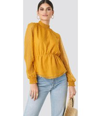 na-kd boho dobby high neck blouse - yellow