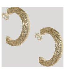 brinco feminino argola média texturizada dourado