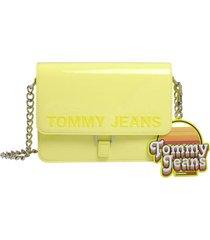 cartera item flap y amarillo tommy hilfiger