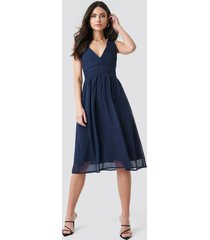 na-kd party draped waist v-neck chiffon dress - blue