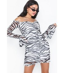 nly trend mesh frill dress loose fit