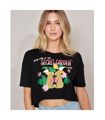 "camiseta cropped secret garden"" manga curta decote redondo preta"""