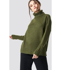 na-kd trend highneck wide rib long sweater - green