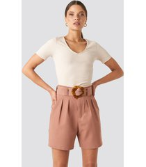 na-kd trend asymmetric buckle belted shorts - pink