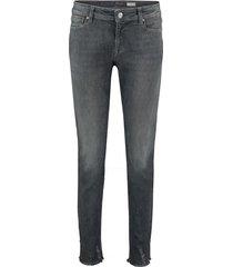 raffaello rossi grijze jeans 7/8 lengte met split onderkant pijp versiert met parel model vic