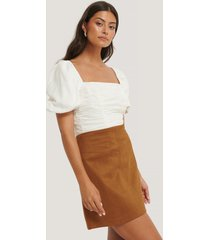 na-kd mini suede skirt - beige