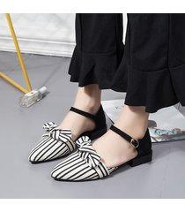 sandali piatti eleganti con cinturino bowknot