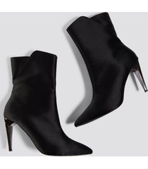 na-kd shoes metallic heel satin boots - black