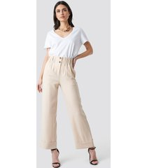 na-kd trend fold up shirred detail pants - beige