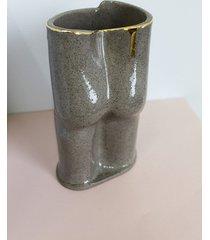 wazon dupa szary ze złotem