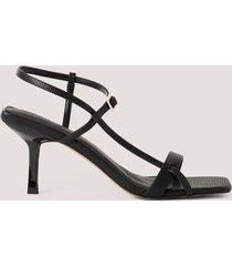 na-kd shoes högklackade skor med remmar och tvär tå - black