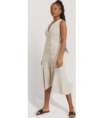 trendyol klänning med knappdetaljer - beige