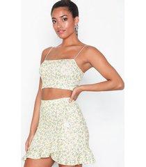 nly one frill mini print skirt minikjolar gul