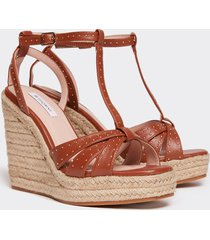 motivi sandali con zeppa e micro borchie donna marrone