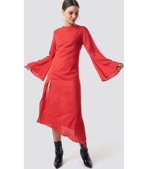 na-kd boho high slit asymmetric midi dress - red