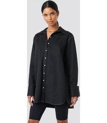 anna nooshin x na-kd oversized long contrast shirt - black