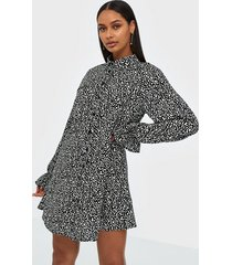 missguided frill cuff shirt dress loose fit dresses