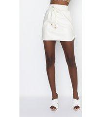 akira zaza dolphin faux leather mini skirt