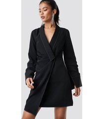 hannalicious x na-kd draped blazer dress - black