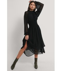 na-kd trend smocked waist midi dress - black