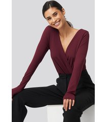 na-kd ribbed overlap long sleeve body - red