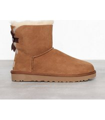 ugg w mini bailey bow ii flat boots chestnut