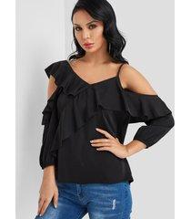 diseño blusa de moda con hombros descubiertos en negro