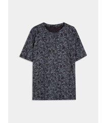 camiseta con estampado de flores