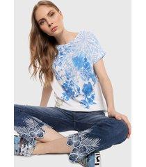 camiseta blanco-azul desigual