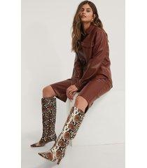 na-kd shoes boots med fyrkantig, lång tå och skaft - multicolor