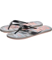 sandalias gris oscuro