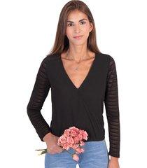 blusa cruzada con detalle de malla en mangas flashy