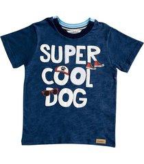 camiseta azul oscura con estampado y bordado