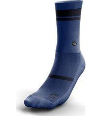 medias / calcetines anatag modelo essential color azul.