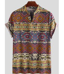 camiseta de manga corta con estampado aleatorio tribal con cuello en v informal de estilo étnico para hombre